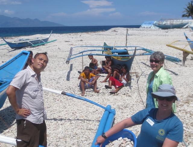 Rik, meg and Lindzy w verde island kids
