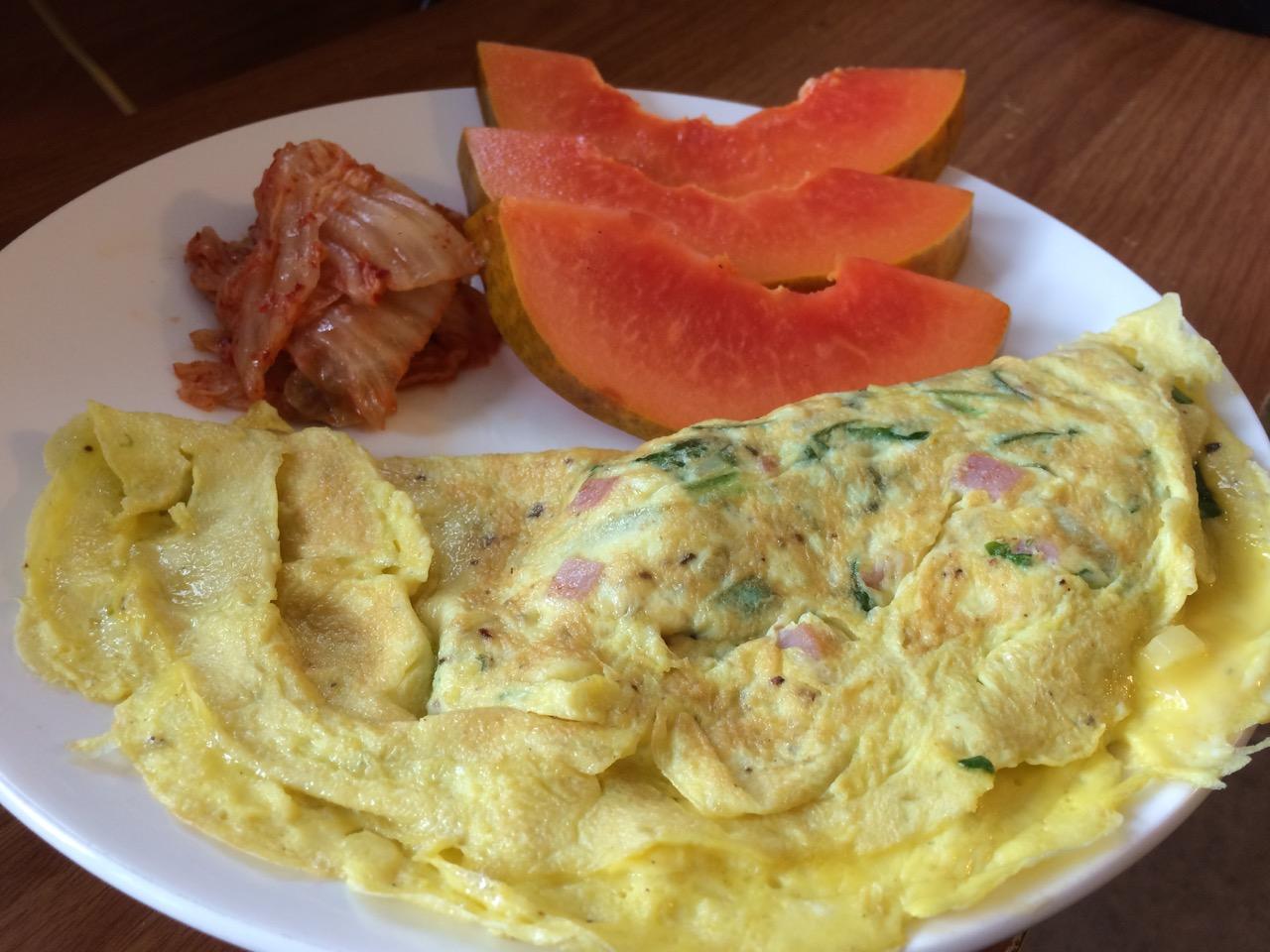 Omelette kimchi and papaya