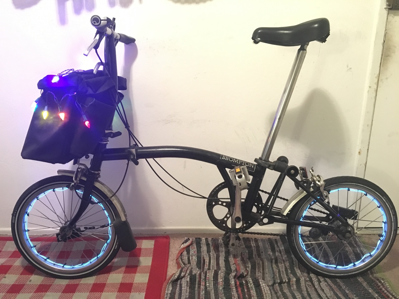 Brompton w el wire and basket lights
